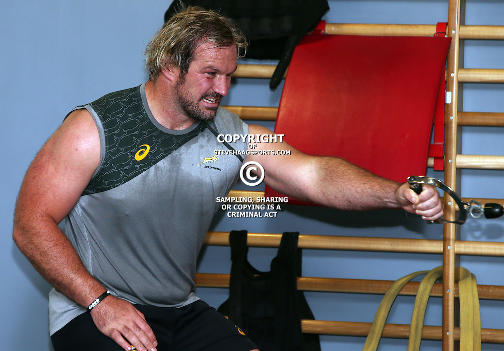GATESHEAD, ENGLAND - SEPTEMBER 28: Jannie du Plessis during the South African national rugby team gym session at Gateshead International Stadium on September 28, 2015 in Gateshead, England. (Photo by Steve Haag/Gallo Images)