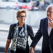 NLD/Amsterdam/20171014 - Besloten erdenkingsdienst overleden burgemeester Eberhard van der Laan, Joop van der Ende en partner Janine Klijburg