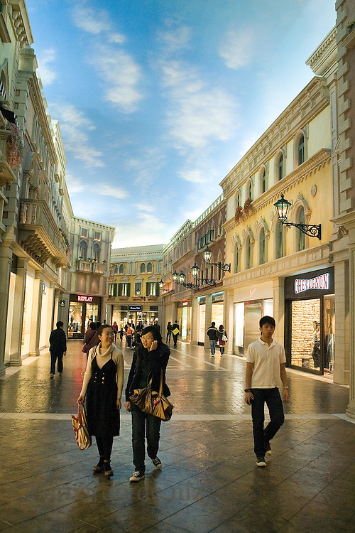Images of daily life in Macao.Colonized by the Portuguese in 1557, Macao was the oldest European outpost in China. In 1987, Portugal and China reached an agreement to return Macao to Chinese rule on Dec. 20, 1999. Macao, China. Febrero/Marzo del  2008. Fotógrafo: Bernardo De Niz