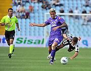 Udine, 18 Settembre 2011.Campionato di calcio Serie A 2011/2012  3^ giornata..Udinese vs Fiorentina. Stadio Friuli..Nella Foto: Fallo di Behrami su Torje.© foto di Simone Ferraro