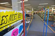 Nederland, Veenendaal, 2-2-2013Een vestiging, filiaal van de schoenenreus.Filiaal van keten Schoenenreus. Schoenenreus is failliet verklaard. Winkelketen blijft toch bestaan. Het maakt een doorstart in afgeslankte vorm. Van de 206 filialen in Nederland en Belgie gaan er 65 dicht. Investeerders Synergia, Eric Companjen en Paul Schouwenaar zullen in het bedrijf te investeren. Foto: Flip Franssen/Hollandse Hoogte