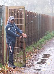 25.10.2014, Trainingscenter, Bremen, GER, 1. FBL, SV Werder Bremen, im Bild Robin Dutt (Cheftrainer SV Werder Bremen) auf dem Weg vom Platz zurück in die Kabine, hier beim Verlassen des Trainingsgeländes // during a Trainingssession of German Bundesliga Club SV Werder Bremen at the Trainingscenter in Bremen, Germany on 2014/10/25. EXPA Pictures © 2014, PhotoCredit: EXPA/ Andreas Gumz<br /> <br /> *****ATTENTION - OUT of GER*****