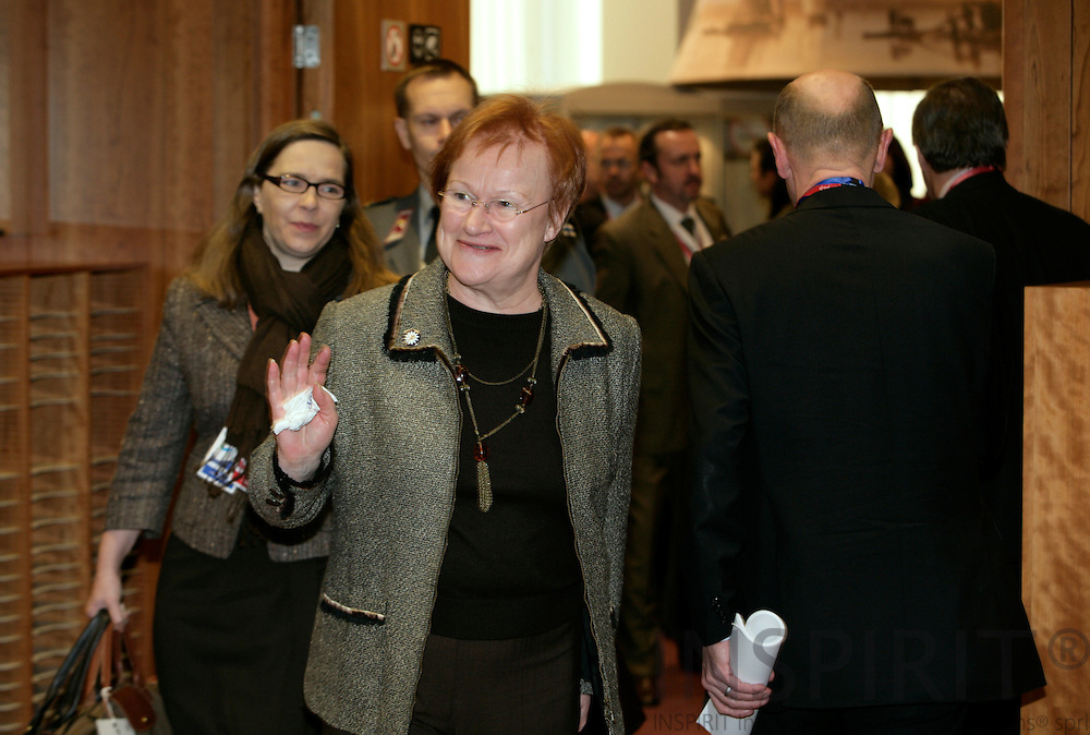 BRUSSELS - BELGIUM - 15 DECEMBER 2006 -- Tarja HALONEN arrives to the meeting room in the morning for the first working session at the second EU Summit day. EUP44     PHOTO: ERIK LUNTANG