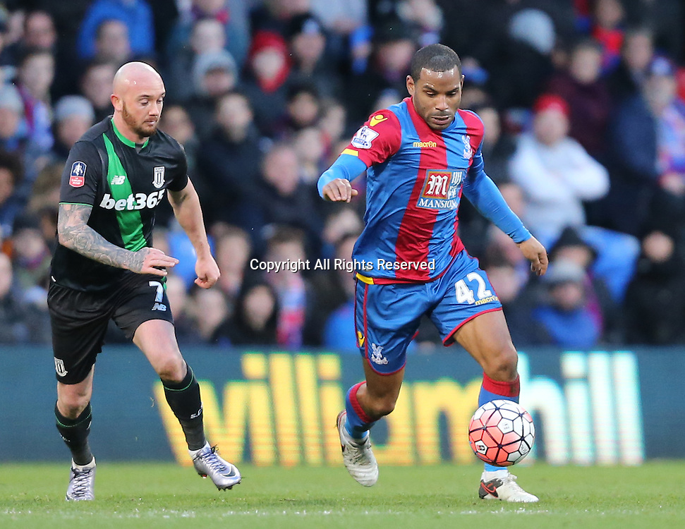 30.01.2016. Selhurst Park, London, England. Emirates FA Cup 4th Round. Crystal Palace versus Stoke. Jason Puncheon and Stephen Ireland