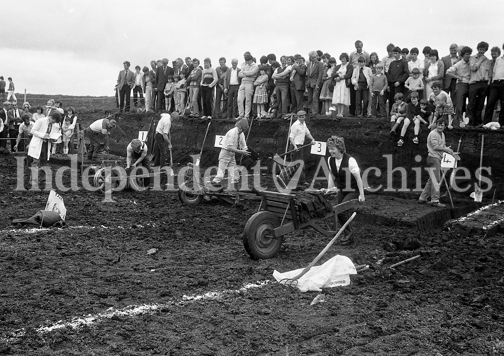 All-Ireland Turf Cutting Competition at Meeding Bog, Westmeath, 17/06/1984 (Part of the Independent Newspapers Ireland/NLI Collection).
