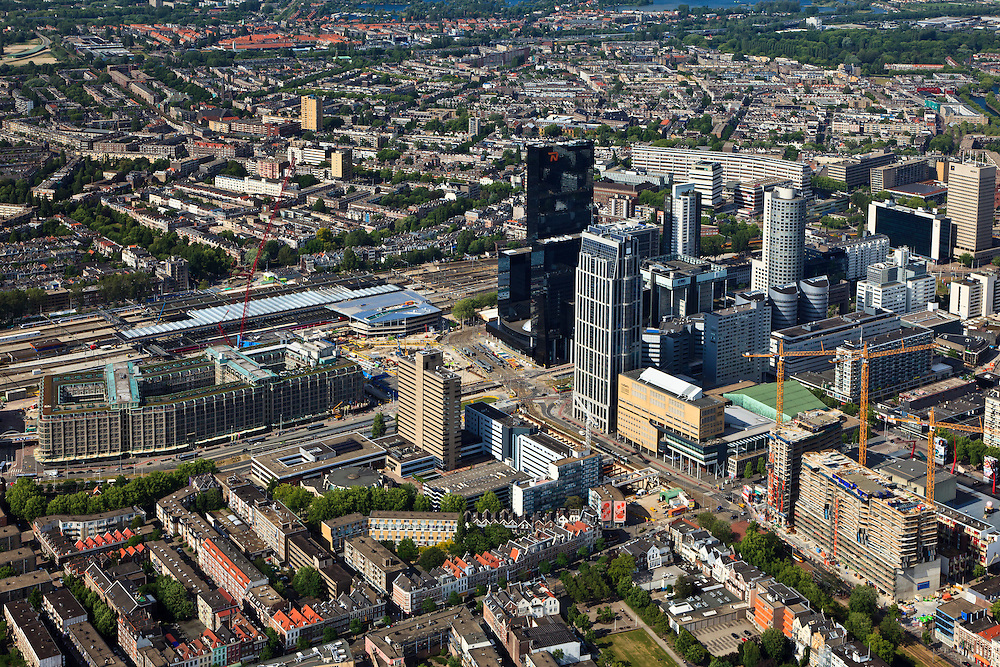 Nederland, Zuid-Holland, Rotterdam, 23-05-2011;.Nieuw- en hoogbouw bij het Centraal Station (l,m) in Rotterdam aan het Weena. De zwarte hoogbouw van de Delftse Poort met het gebouw van Nationale Nederlanden (oranje logo), links voor het station het Groothandelsgebouw. Rechts het groene dak van congres- en concertcentrum De Doelen aan het Kruisplein. Aan de horizon Hillegersberg. .New high-rise buildings near the Central Station (l, m) at the Weena in Rotterdam. The black towers of the Delftse Poort with the Nationale Nederlanden building (orange logo), next (l) to the railwaystation the Groothandelsgebouw. The green roof of conference and concert center De Doelen at Kruisplein (r)..luchtfoto (toeslag), aerial photo (additional fee required).copyright foto/photo Siebe Swart