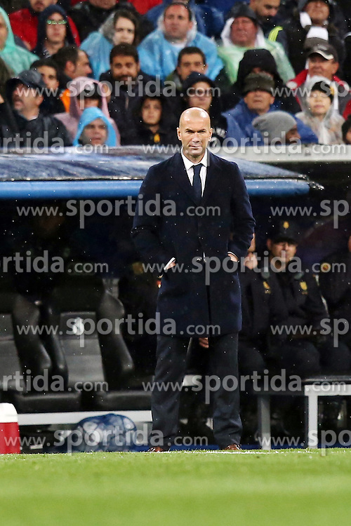 12.04.2016, Estadio Santiago Bernabeu, Madrid, ESP, UEFA CL, Real Madrid vs VfL Wolfsburg, Viertelfinale, Rueckspiel, im Bild Real-Trainer Zinedine Zidane // during the UEFA Champions League Quaterfinal, 2nd Leg match between Real Madrid and VfL Wolfsburg at the Estadio Santiago Bernabeu in Madrid, Spain on 2016/04/12. EXPA Pictures &copy; 2016, PhotoCredit: EXPA/ Eibner-Pressefoto/ Langer<br /> <br /> *****ATTENTION - OUT of GER*****