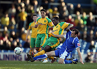 Photo: Rich Eaton.<br /> <br /> Cardiff City v Norwich City. Coca Cola Championship. 10/03/2007. Dickson Etuhu of Norwich #10 gets to grips with Cardiff captain Riccy Scimeca