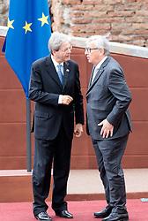 26.05.2017, Taormina, ITA, 43. G7 Gipfel in Taormina, EXPA/, im Bild v.l. Premierminister von Italien Paolo Gentiloni, Präsident der EU-Kommission Jean-Claude Juncker // f.l.: Italy's Prime Minister Paolo Gentiloni, President of the EU Commission Jean-Claude Juncker during the 43rd G7 summit in Taormina, Italy on 2017/05/26. EXPA Pictures © 2017, PhotoCredit: EXPA/ Johann Groder