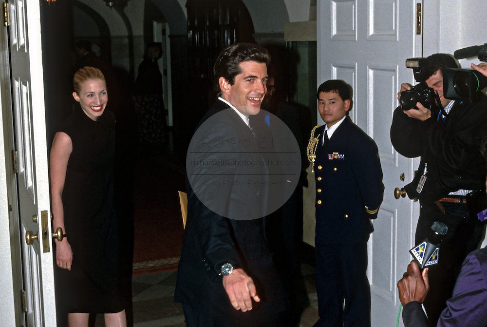 John Kennedy, Jr and wife Carolyn Bessette-Kennedy arrive for the State Dinner for British Prime Minister Tony Blair February 5, 1998 at the White House in Washington, DC.