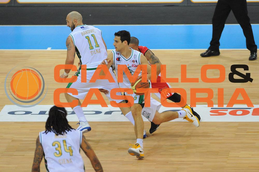 DESCRIZIONE : Torino Coppa Italia Final Eight 2011 Quarti di Finale Montepaschi Siena Scavolini Siviglia Pesaro <br /> GIOCATORE : Nicolaos Zisis<br /> SQUADRA : Montepaschi Siena Scavolini Siviglia Pesaro<br /> EVENTO : Agos Ducato Basket Coppa Italia Final Eight 2011<br /> GARA : Montepaschi Siena Scavolini Siviglia Pesaro<br /> DATA : 10/02/2011<br /> CATEGORIA : Palleggio<br /> SPORT : Pallacanestro<br /> AUTORE : Agenzia Ciamillo-Castoria/GiulioCiamillo<br /> Galleria : Final Eight Coppa Italia 2011<br /> Fotonotizia : Torino Coppa Italia Final Eight 2011 Quarti di Finale Montepaschi Siena Scavolini Siviglia Pesaro <br /> Predefinita :