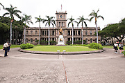 A wide view of the King Kamehameha statue in front of Ali'iolani Hale in Honolulu.