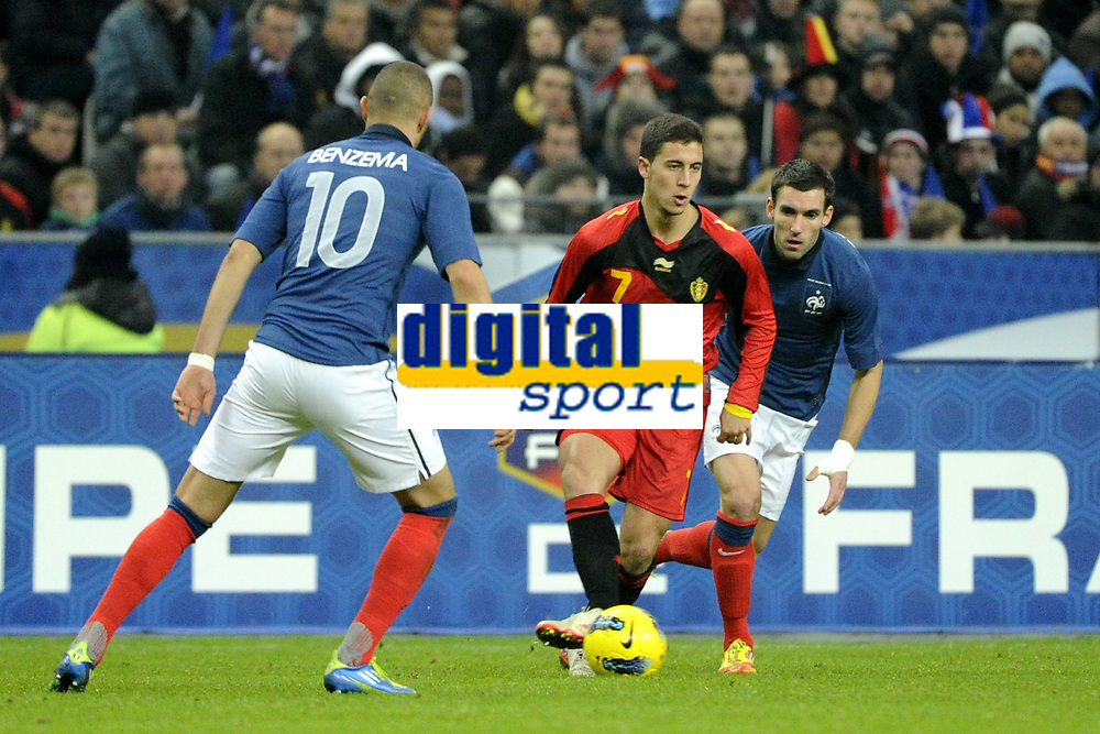 FOOTBALL - INTERNATIONAL FRIENDLY GAMES 2011/2012 - FRANCE v BELGIUM - 15/11/2011 - PHOTO JEAN MARIE HERVIO / DPPI - EDEN HAZARD (BEL) / KARIM BENZEMA / ANTHONY REVEILLERE (FRA)