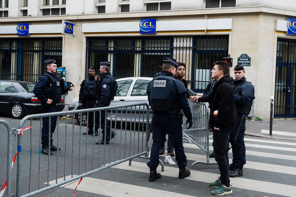 PARIS 20151114<br /> Police has sealed of a full block around club Bataclan which was one of the targets in several coordinated terrorist attacks in Paris  left over a hundred people dead.<br /> Foto: Vilhelm Stokstad / TT / KONTINENT
