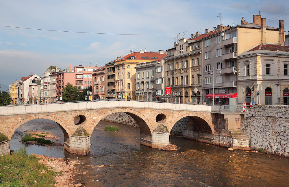 The Latin Bridge, originally a 16th century Ottoman bridge over the river Miljacka but rebuilt 1798-99, Stari Grad, Sarajevo, Bosnia and Herzegovina. The Northern end of the bridge marks the spot where Archduke Franz Ferdinand was assassinated in 1914, leading to the outbreak of the First World War. The bridge is a National Monument. Picture by Manuel Cohen