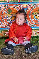 Mongolie, Province de Ovorkhangai, Vallee de l'Orkhon, campement nomade, enfant mongol à l'intérieur d'une yourte // Mongolia, Ovorkhangai province, Orkhon valley, Nomad camp, Mongolian child in the yurt