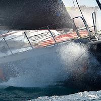 SFS II est un VOR 70, une classe de bateau parmi les plus rapide au monde. Long de 21,50 m, SFS II n'affiche que 14 tonnes sur la balance. Les VOR 70 sont des prototypes Hi-Tech capables de mener grand train durant longtemps. Puissants et fiables, ils aiment la brise, et les allures travers au vent.
