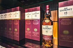 THEMENBILD - ein 15 Jahre alter Whiskey im Verkaufsraum der Glenlivet Whiskey Destillerie bei Ballindalloch, Schottland, aufgenommen am 08. Juni 2015 // a 15 year old whiskey at the Glenlivet whiskey distillery salesroom near Ballindalloch, Scotland on 2015/06/08. EXPA Pictures © 2015, PhotoCredit: EXPA/ JFK