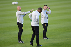 October 11, 2018 - Bruxelles, Belgique - Roberto Martinez, manager of the Belgium national football team talking to hiss staff members during a training session prior to the UEFA Nations League match between Belgium and Switzerland (Credit Image: © Panoramic via ZUMA Press)