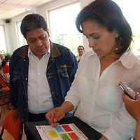 Toluca, Mex.- Selma Noemí Montenegro Andrade, presidenta de la Comisión de Educación y Cultura de la LVI Legislatura local, anunció que intervendrá legalmente a favor de quienes integran el Sindicato Unificado de Maestros y Docentes del Estado de México (SUMAEM). acompañada del lider, Luis Zamora Calzada.  Agencia MVT / José Hernández. (DIGITAL)<br /> <br /> <br /> <br /> NO ARCHIVAR - NO ARCHIVE
