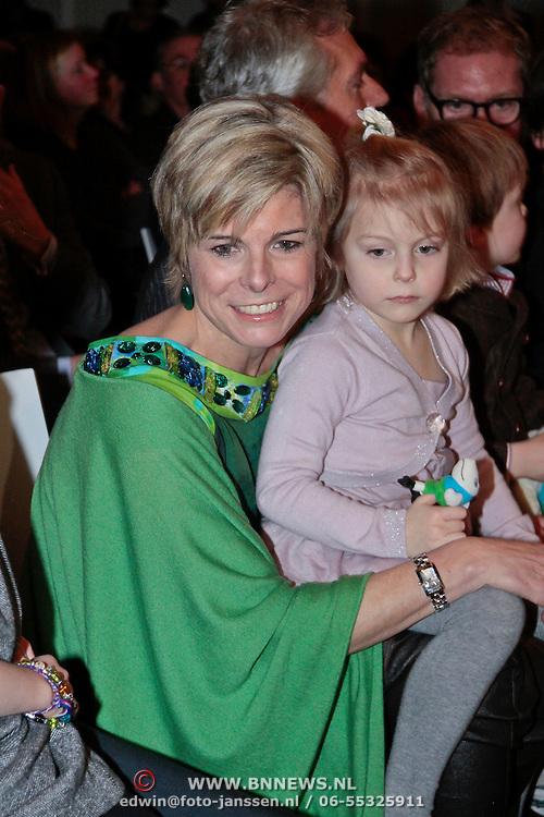NLD/Rotterdam/20110202 - Boekpresentatie Mr. Finney door pr. Laurentien, met haar dochter Leonore