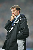 GLENN HODDLE LOOKS WORRIED-Coca-Cola-Footbal League Championship-Watford v Wolves-11-12-04.pic by Colorsport/ Kieran Galvin