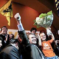Belgie.Brussel.11 juni 2007..Overwinningsvreugde bij de CD&V/N-VA (Christen Democratisch en Vlaams Partij en Nieuw-Vlaamse Alliantie..links op de foto Bart de Wever van N-VA en in het midden premier Yves Leterme (met dochter op de arm) en rechts Pieter De Crem (fractievoorzitter van CD&V. Joy following the victory of the Flemish political party of Yves Leterme.