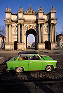 GDR, German Democratic Republic, Potsdam, Trabant car in front of the Potsdam Brandenburg Gate.....DDR, Deutsche Demokratische Republik, Potsdam, Brandenburger Tor, Trabi...Januar/January 1990