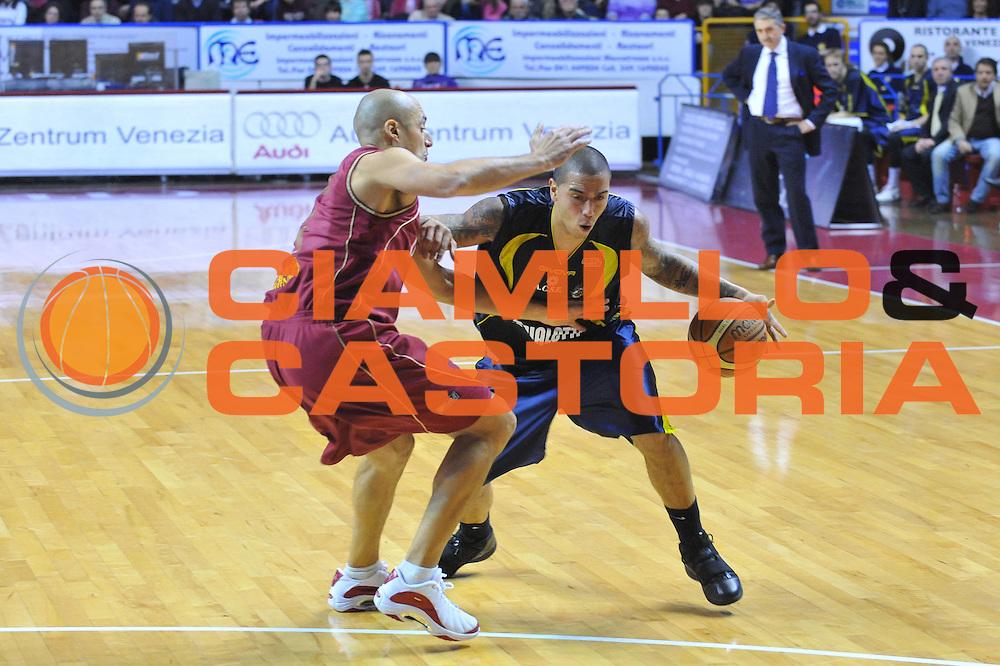 DESCRIZIONE : Venezia Lega A2 2009-10 Umana Reyer Venezia Bialetti Scafati<br /> GIOCATORE : Rick Apodaka<br /> SQUADRA : Bialetti Scafati <br /> EVENTO : Campionato Lega A2 2009-2010<br /> GARA : Umana Reyer Venezia Bialetti Scafat<br /> DATA : 24/01/2010<br /> CATEGORIA : Palleggio<br /> SPORT : Pallacanestro <br /> AUTORE : Agenzia Ciamillo-Castoria/M.Gregolin<br /> Galleria : Lega Basket A2 2009-2010 <br /> Fotonotizia : Venezia Campionato Italiano Lega A2 2009-2010 Umana Reyer Venezia Bialetti Scafati<br /> Predefinita :