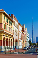 Emirats Arabes Unis, Dubai, quartier Jumeirah, le cenre commercial Mercato de style italien et la tour Burj Khalifa // United Arab Emirates, Dubai, Jumeirah neighbourhood, Mercato commercial center, italian style and Burj Khalifa tower