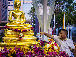 April 13, 2018 - Bangkok, Bangkok, Thailand - A man pours water on a Buddha statue to make merit during the first day of Songkran in Lumpini Park in Bangkok. Songkran is the traditional Thai New Year celebration best known for water fights. (Credit Image: © Jack Kurtz via ZUMA Wire)