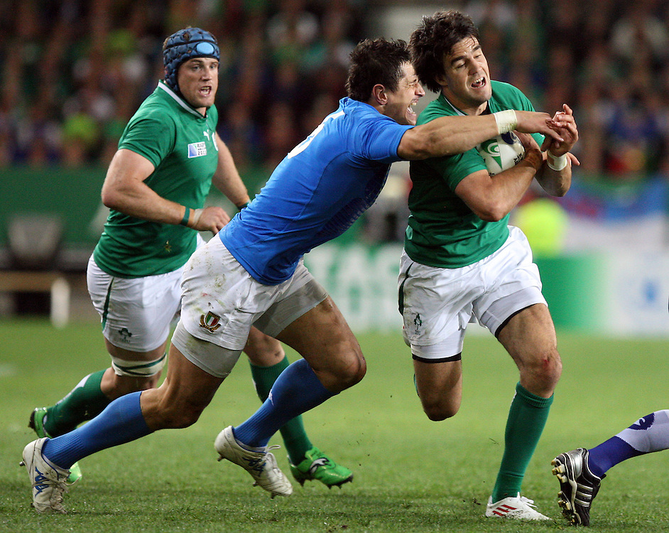 Ireland's Conor Murray, right, in the tackle of Italy's Alessandro Zanni in the Rugby World Cup pool match at Otago Stadium, Dunedin, New Zealand, Sunday, October 02, 2011. Credit:SNPA / Dianne Manson.