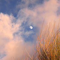 Moon during sunset / kr006
