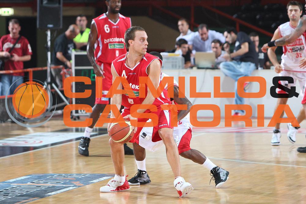 DESCRIZIONE : Caserta Lega A 2009-10 Basket Amichevole Trofeo Irtet Citta di Caserta Scavolini Spar Pesaro Bancatercas Teramo<br /> GIOCATORE : Ryan Hoover<br /> SQUADRA : Bancatercas Teramo<br /> EVENTO : Campionato Lega A 2009-2010 <br /> GARA : Scavolini Spar Pesaro Bancatercas Teramo<br /> DATA : 26/09/2009<br /> CATEGORIA : palleggio<br /> SPORT : Pallacanestro <br /> AUTORE : Agenzia Ciamillo-Castoria/C.De Massis