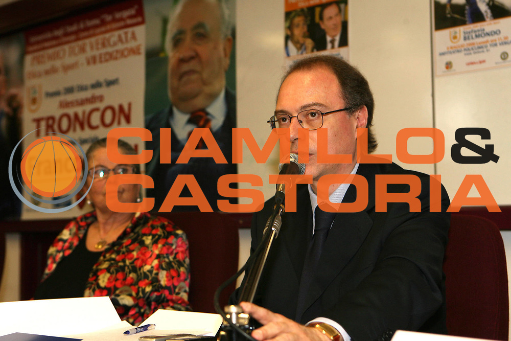 DESCRIZIONE : Roma Premio Tor Vergata Etica dello Sport VII Edizione<br /> GIOCATORE : Alessandro Vocalelli Maria Sensi<br /> SQUADRA :<br /> EVENTO : Premio Tor Vergata Etica dello Sport VII Edizione<br /> GARA : <br /> DATA : 26/05/2008 <br /> CATEGORIA : Award Premiazione Premiati Franco Sensi e Alessandro Troncon<br /> SPORT : Pallacanestro <br /> AUTORE : Agenzia Ciamillo-Castoria/E.Castoria<br /> Galleria : Lega Basket A1 2007-2008<br /> Fotonotizia : Premio Tor Vergata Etica dello Sport VII Edizione<br /> Predefinita :