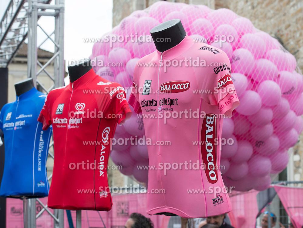 29.05.2014, Rif. Panarotta, ITA, Giro d Italia 2014, 18. Etappe, Belluno nach Rif. Panarotta, im Bild die Leadertrikots des Giro // during Giro d' Italia 2014 at Stage 18 from Belluno nach Rif. Panarotta, Italy on 2014/05/29. EXPA Pictures © 2014, PhotoCredit: EXPA/ R. Eisenbauer
