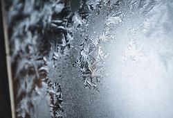 THEMENBILD - Eisblumen an einem Fenster am Sonnblick Observatorium, aufgenommen am 20. November 2018, Rauris, Österreich // Frost flowers at a window at the Observatory Sonnblick on 2018/11/20, Rauris, Austria. EXPA Pictures © 2018, PhotoCredit: EXPA/ JFK