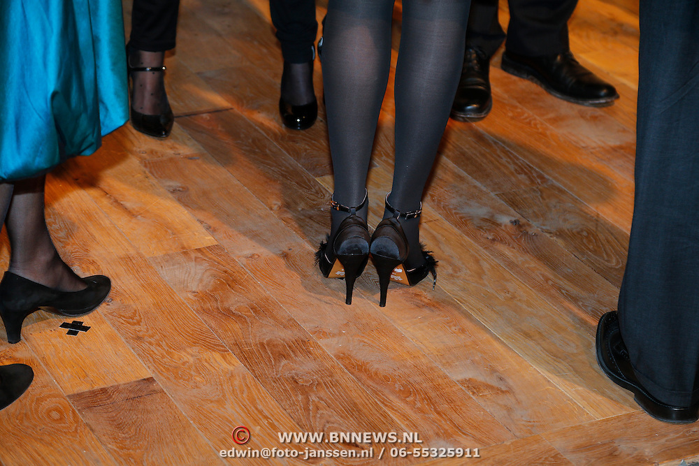 BEL/Brussel/20130319- Uitreiking Prinses Margriet Award 2013, aankomst, Prinses Margriet, Laurentien en Astrid schoenen