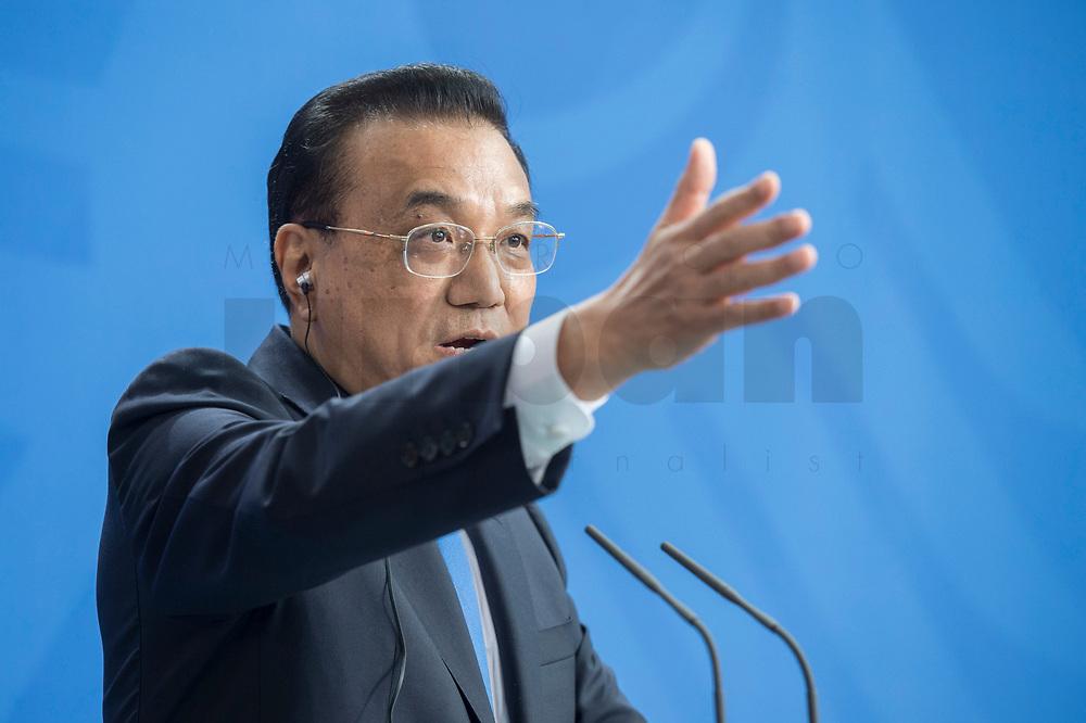 09 JUL 2018, BERLIN/GERMANY:<br /> Li Keqiang, Ministerpraesident der VR China, waehrend einer Pressekonferenz zu den Ergebnissen der Deutsch-Chinesische Regierungskonsultationen, Bundeskanzleramt<br /> IMAGE: 20180709-02-073