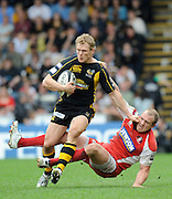 Wycombe, GREAT BRITAIN, Wasps' Josh LEWSEY, tackled by Mike Tindall, during the Guinness Premiership game, London Wasps vs Gloucester Rugby, Sun. 04.05.2008 [Mandatory Credit Peter Spurrier/Intersport Images]
