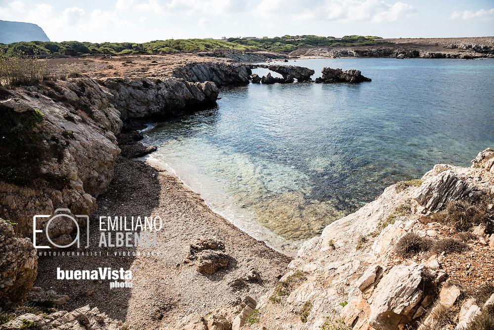 Favignana, Sicilia, Italia, 2016<br /> Cala Rotonda, a Favignana, Isole Egadi.<br /> <br /> Favignana, Sicily, Italy, 2016<br /> Cala Rotonda (Round Bay) in Favignana, Aegadian Islands.