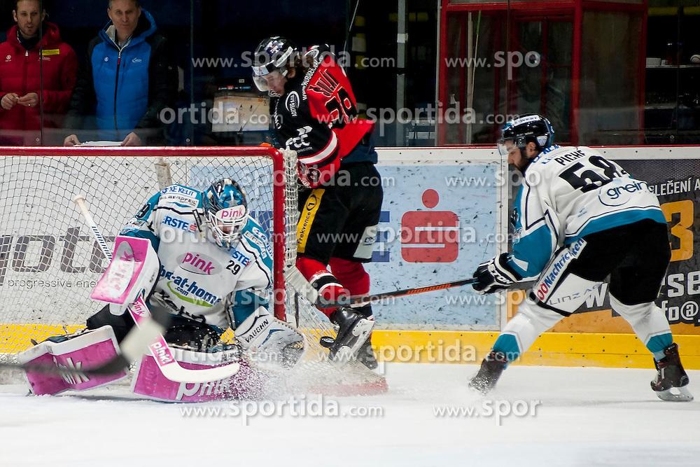 22.03.2016, Ice Rink, Znojmo, CZE, EBEL, HC Orli Znojmo vs EHC Liwest Black Wings Linz, Halbfinale, 5. Spiel, im Bild v.l. Michael Ouzas (Linz), Libor Sulak (HC Orli Znojmo), Sebastien Piche (Linz) // during the Erste Bank Icehockey League 5th semifinal match between HC Orli Znojmo and EHC Liwest Black Wings Linz at the Ice Rink in Znojmo, Czech Republic on 2016/03/22. EXPA Pictures © 2016, PhotoCredit: EXPA/ Rostislav Pfeffer