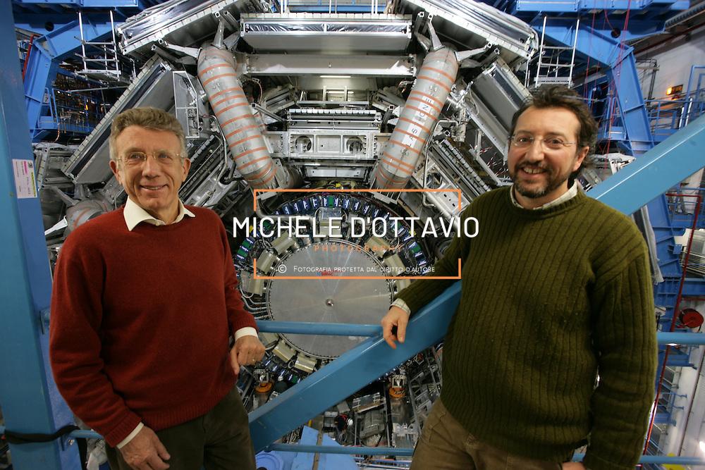 CERN di Ginevra 13/02/07, il nuovo impianto dell'acceleratore LHC (Large Hadron Collider)  lungo 27 km ad una profondità media di 80 metri... nella foto i professori Luciano Mandelli (a dx) e ludovico Pontecorvo  all'interno della stazione sperimentale del rivelatore Atlas....fotografia di Michele D'Ottavio