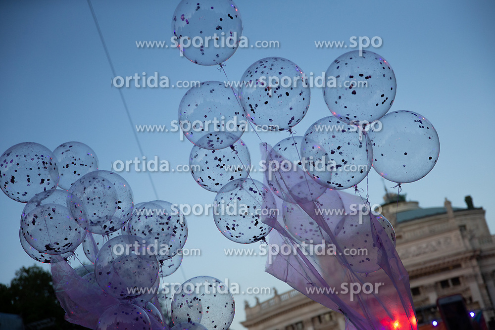08.06.2019, Rathaus, Wien, AUT, Life Ball im Bild Luftballons ueber dem Rathausplatz // during the Life Ball at the Rathaus in Wien, Austria on 2019/06/08. EXPA Pictures © 2019, PhotoCredit: EXPA/ Florian Schroetter