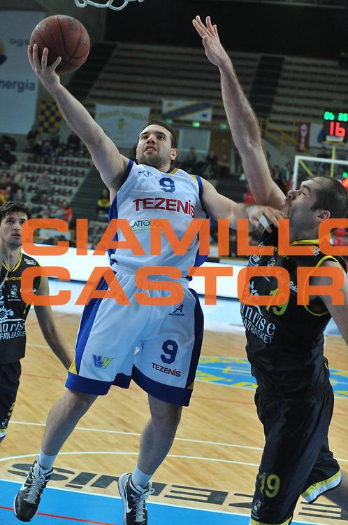 DESCRIZIONE : Verona Lega Basket A2 2010-11 Tezenis Verona Sunrise Scafati<br /> GIOCATORE : Antonio Porta<br /> SQUADRA : Tezenis Verona Sunrise Scafati<br /> EVENTO : Campionato Lega A2 2010-2011<br /> GARA : Tezenis Verona Sunrise Scafati<br /> DATA : 08/01/2011<br /> CATEGORIA : Tiro<br /> SPORT : Pallacanestro <br /> AUTORE : Agenzia Ciamillo-Castoria/M.Gregolin<br /> Galleria : Lega Basket A2 2010-2011 <br /> Fotonotizia : Verona Lega A2 2010-11 Tezenis Verona Sunrise Scafati<br /> Predefinita :