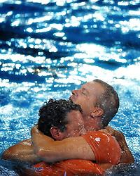 21-08-2008 WATERPOLO: OLYMPISCHE SPELEN USA-NEDERLAND: BEIJING <br /> Coach Robin van Galen en assistent trainer Arnold Havenga - vriendschap<br /> ©2008-FotoHoogendoorn.nl