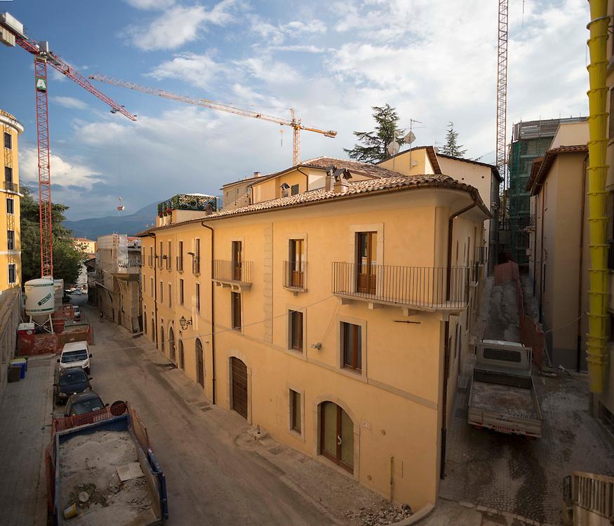 Lavori di ricostruzione dopo il terremoto,<br /> <br /> reconstruction work after the earthquake
