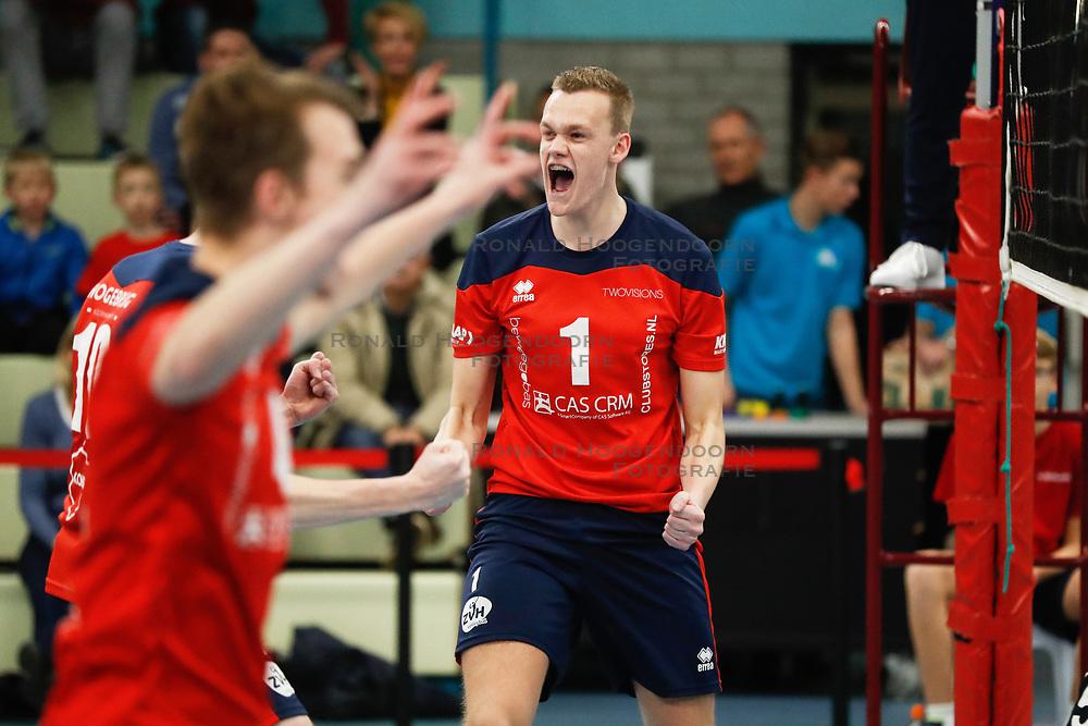 20181124 NED: Volleyball Top League ZVH - VCV: Zevenhuizen<br />Julian Perdijk (1) of CAS CRM ZVH debuteert en scoort matchpoint<br />©2018-FotoHoogendoorn.nl / Pim Waslander