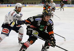 06.12.2015, Eisstadion Liebenau, Graz, AUT, EBEL, Moser Medical Graz 99ers vs EC VSV, 28. Runde, im Bild David Kreuter (EC VSV) und Morten H. Poulsen (Moser Medical Graz 99ers) // during the Erste Bank Icehockey League 28th Round match between Moser Medical Graz 99ers and EC VSV at the Ice Stadium Liebenau, Graz, Austria on 2015/12/06, EXPA Pictures © 2015, PhotoCredit: EXPA/ Erwin Scheriau