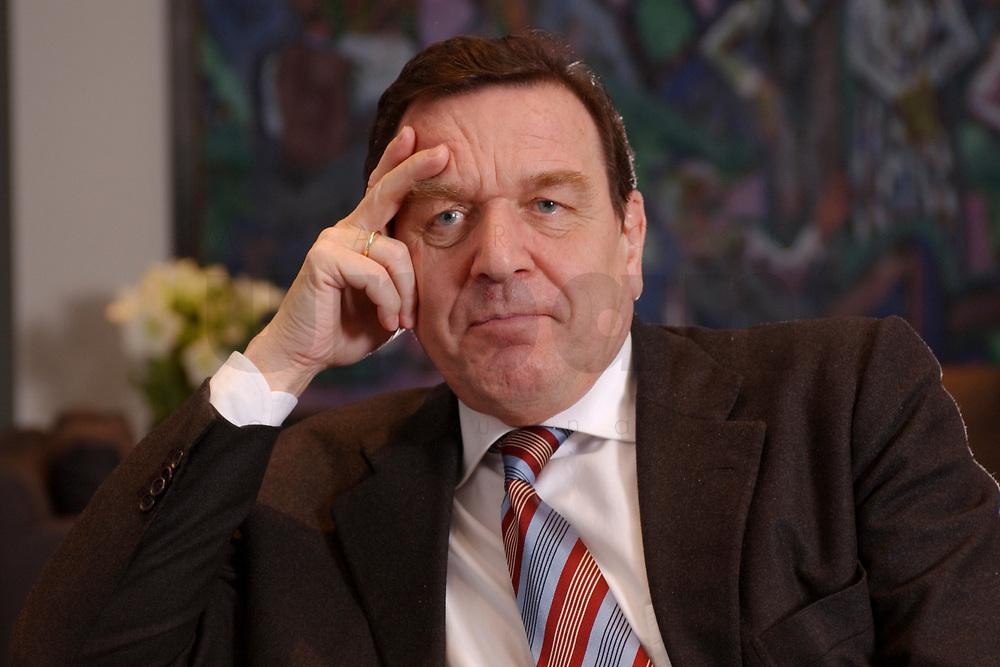 09 JAN 2002, BERLIN/GERMANY:<br /> Gerhard Schroeder, SPD, Bundeskanzler, waehrend einem Interiew, in seinem Buero, Bundeskanzleramt<br /> Gerhard Schroeder, SPD, Federal Chancellor of Germany, during an interview, in his office<br /> IMAGE: 20020109-02-012<br /> KEYWORDS: Gerhard Schröder